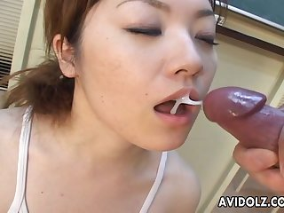 Two Asians are giving a deepthroat