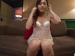 Yukina Momota moans hard while finger fucking on cam